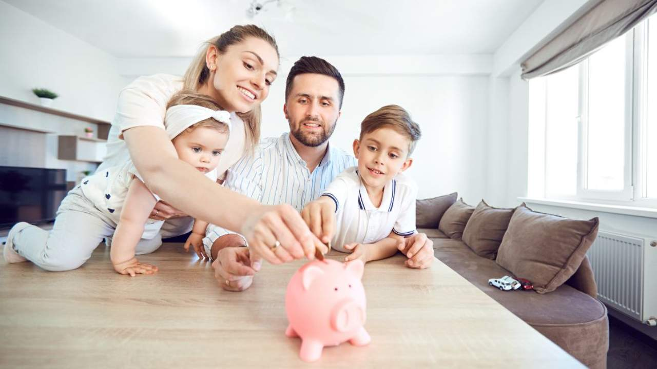 How to Save for a house deposit : Tips from a real estate agent